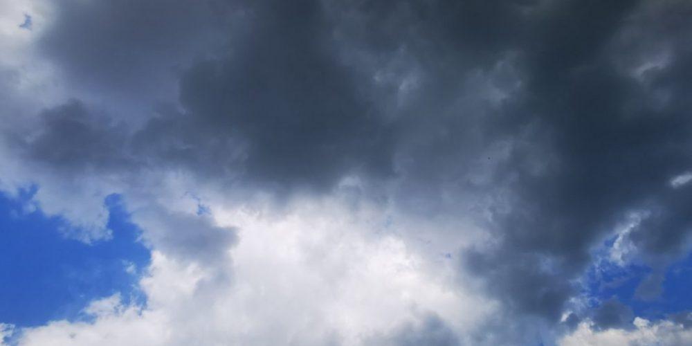 Днес ще се задържи предимно облачно, с валежи от дъжд,