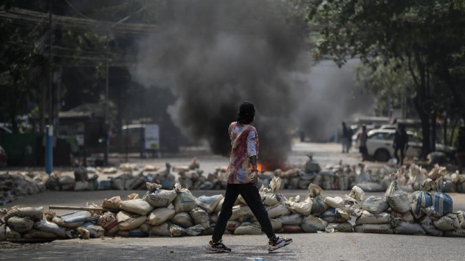 Силите за сигурност в Мианма са убили над 80 протестиращи