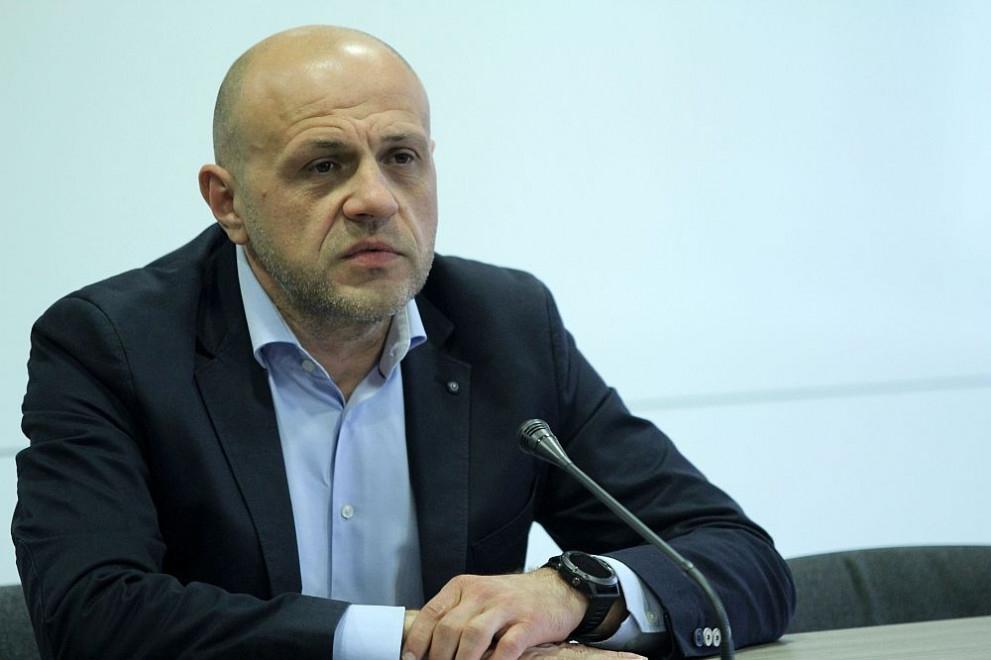 Искам да започна с благодарност към всички български граждани, които