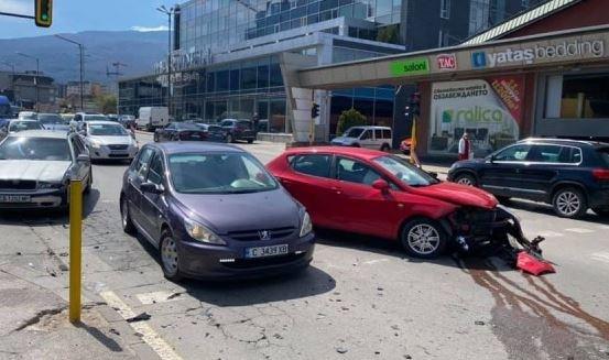 """Млада жена пострада при катастрофа на столичния бул. """"Симеоновско шосе"""""""