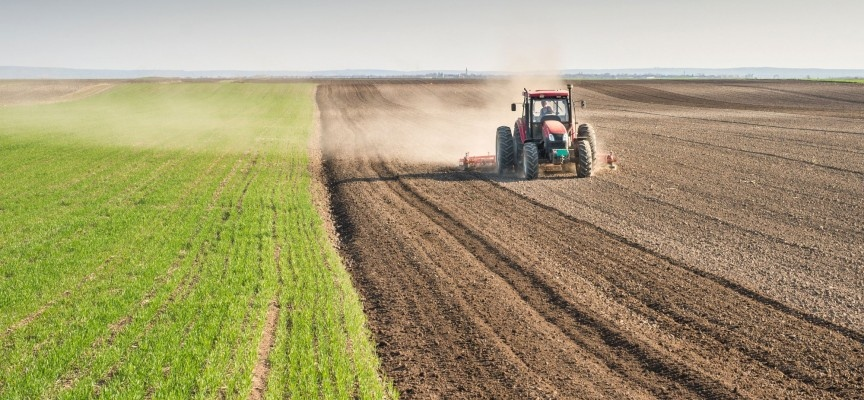 Земеделски производители излязоха на протест и затрудняват движението на входа