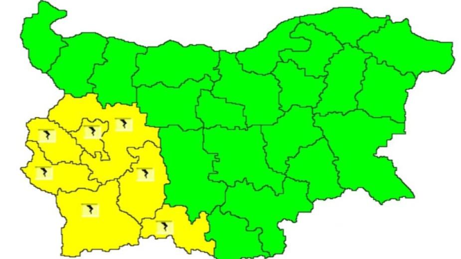 Жълт код за гръмотевични бури е обявен за днес в