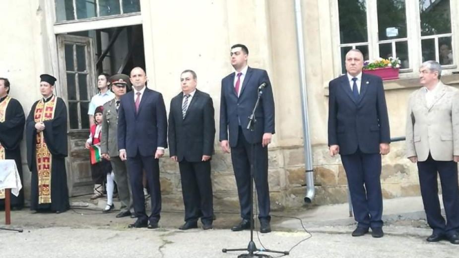 Президентът Румен Радев заяви, че започва да се връща държавността