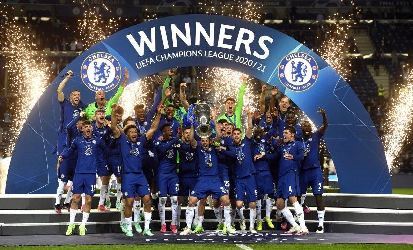 Отборът на Челси триумфира в Шампионската лига през сезон 2020/21.