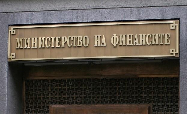 Министерството на финансите също публикува списъци на лицата, които попадат