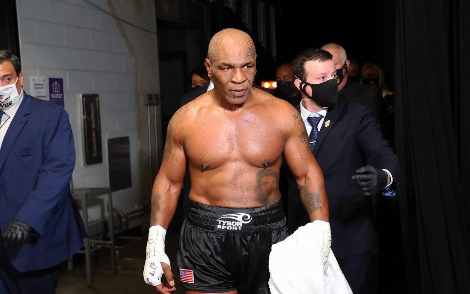Легендарният боксьор Майк Тайсън продължи да изумява феновете си с