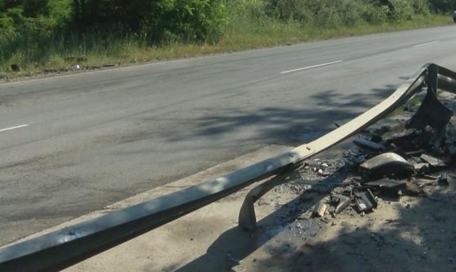 Пет души загинаха при тежка катастрофа на главния път София-Варна,