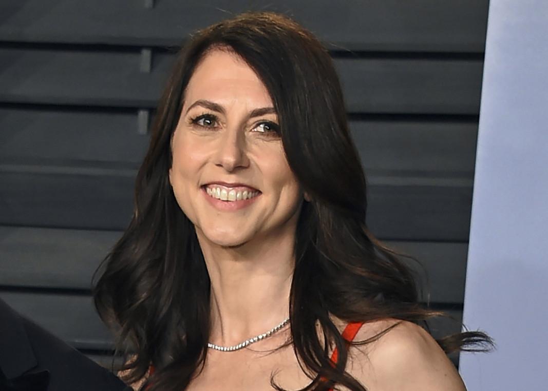 Макензи Скот, бившата съпруга на Джеф Безос, дари милиони на