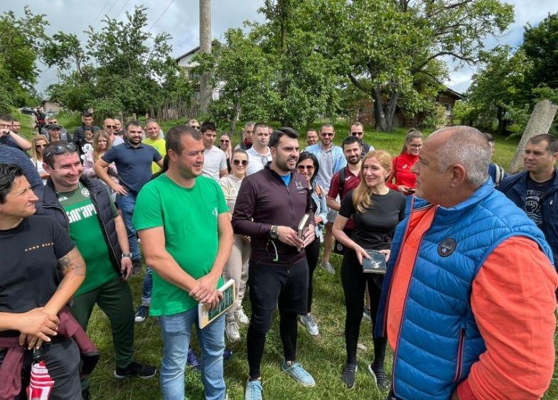 """""""И докато нашите съседи ползват милиарди евро безвъзмездна помощ, България"""