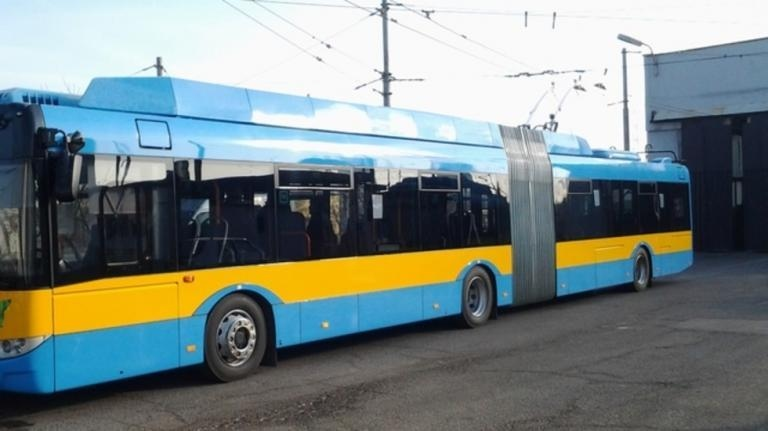 Мъж е намушкал друг при саморазправа в тролейбус в София,