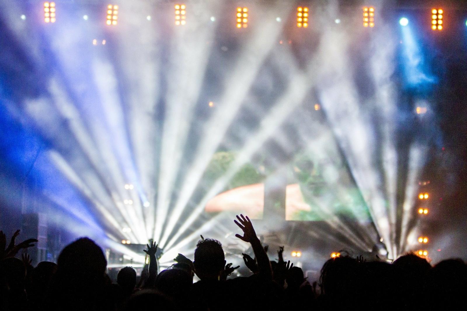 Уличен музикален фестивал започна във Франция, съобщи Фигаро. Спектакли се провеждат
