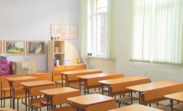 Политическата дейност и партийната агитация в училище, както и разпространяването