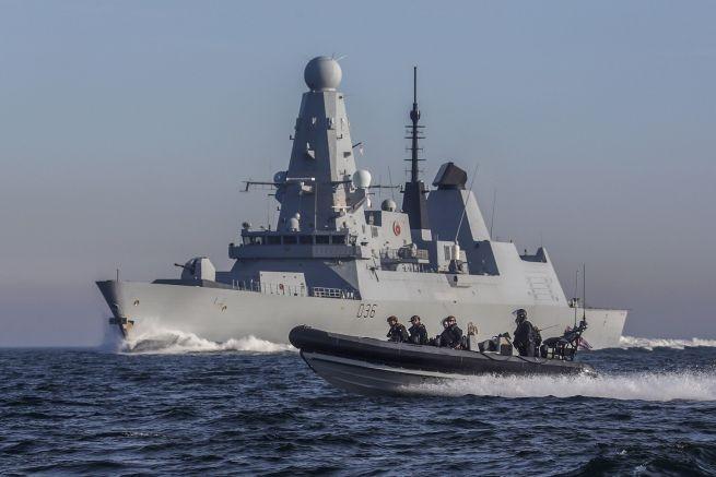 Руският патрулен кораб е изстрелял предупредителен огън към британския миноносец
