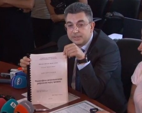 След министърът на икономиката Кирил Петков и кандидатът за министър-председателна