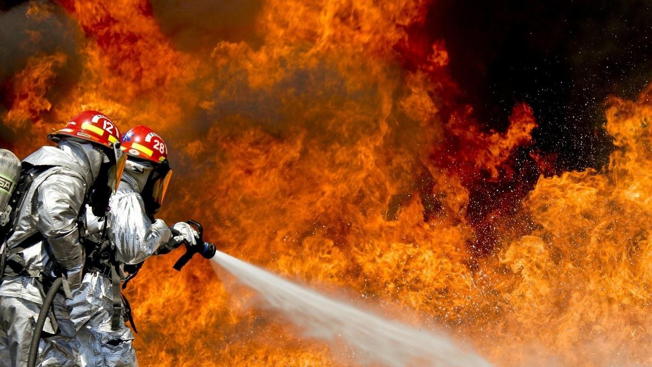 Хора бягат от огнената стихия в град Манавгат, в провинция