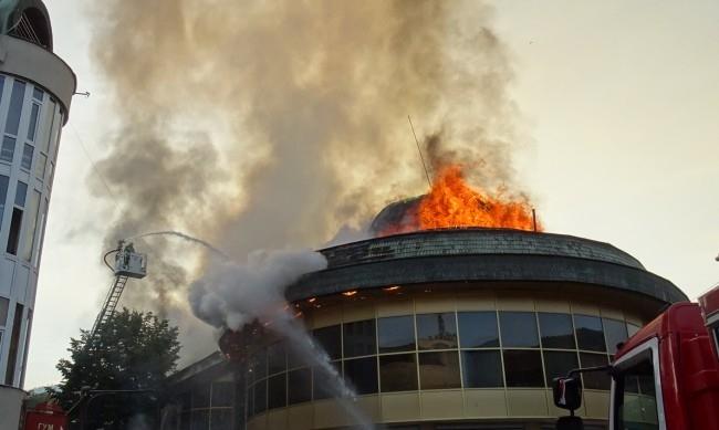 Пожарът в емблематична сграда в Благоевград е умишлен, съобщиха от