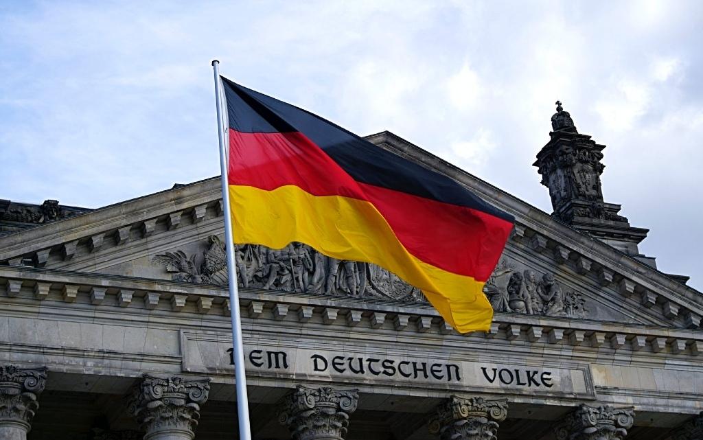 Здравните власти в Германия планират нови правила, според които неваксинираните
