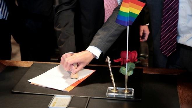 Гласоподавателите в Швейцария решават днес на референдум дали да се