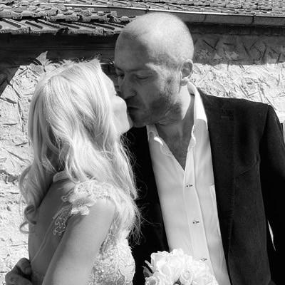 Мария Игнатова сключи брак с популярния журналист Нойзи. Двойката се