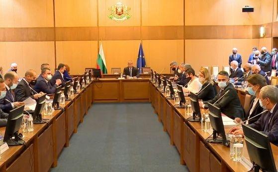 Президентът Радев призова да не се политизират причините за енергийната